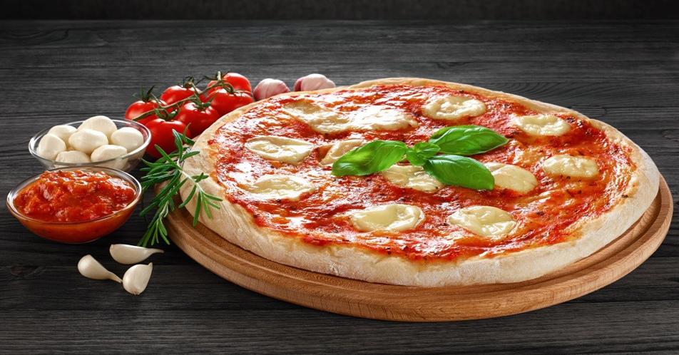 COME CUOCERE LA PIZZA NEL FORNO DI CASA: I SEGRETI PERFETTI
