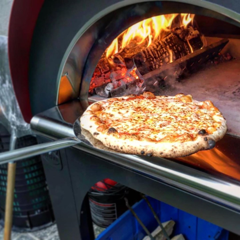 pizza in wood oven fired clementi